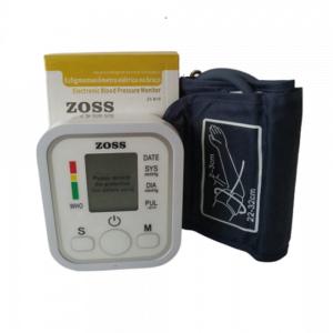 foto de aferidor de pressão branco com tela digital e faixa preta para prender no braço