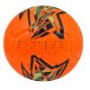 Bola de futebol laranja com gomos em pentágono