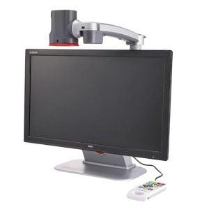 Ampliador com tela de 24 polegadas, equipamento de ampliação localizado acima do monitor, controle de funções branco com 14 teclas coloridas, cor preto e cinza.