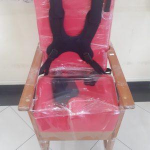 Cadeira infantil de madeira Fixa