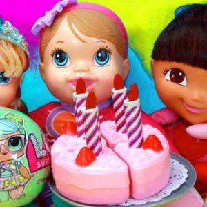 Foto bonecas com bolo de aniversário